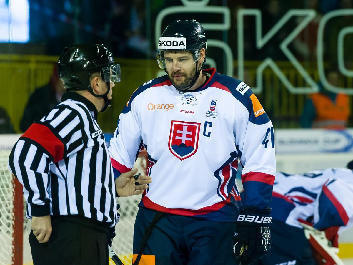 Slováci gólovo udreli v každej tretine: Vlaňajší titul obhájili jasným triumfom nad Švajčiarmi