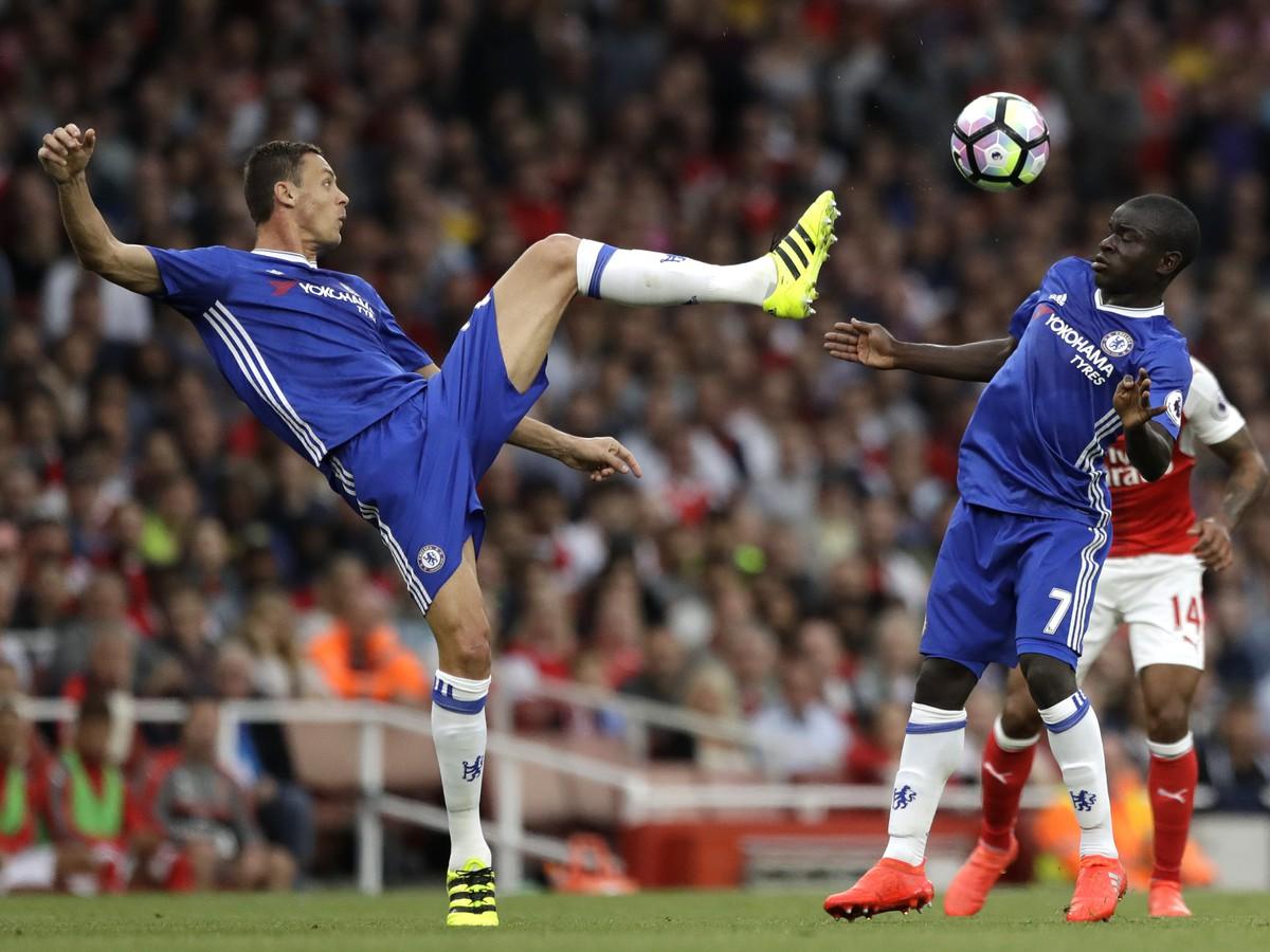 VIDEO Do Chelsea prišiel s veľkou slávou: Kanté je na smiech, predbehol ho aj rozhodca!
