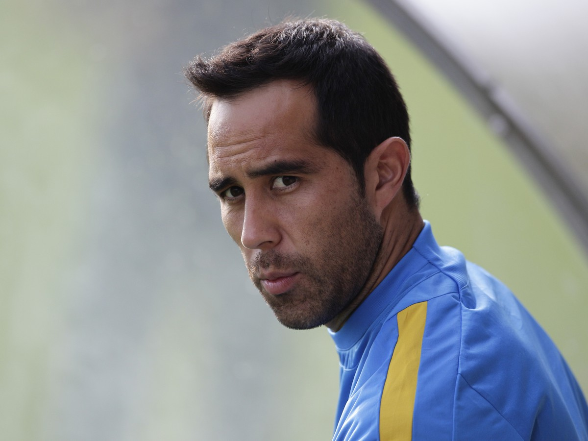 Je to oficiálne: Claudio Bravo z Barcelony do Manchestru City