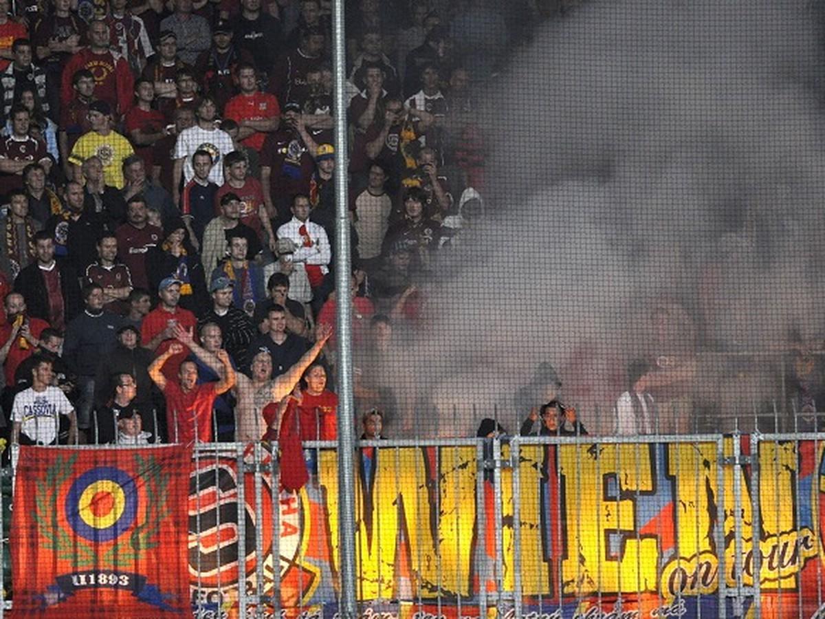 Fanúšikovia Sparty sa nevedeli zmestiť do kože: V Miláne zaútočili na usporiadateľov!