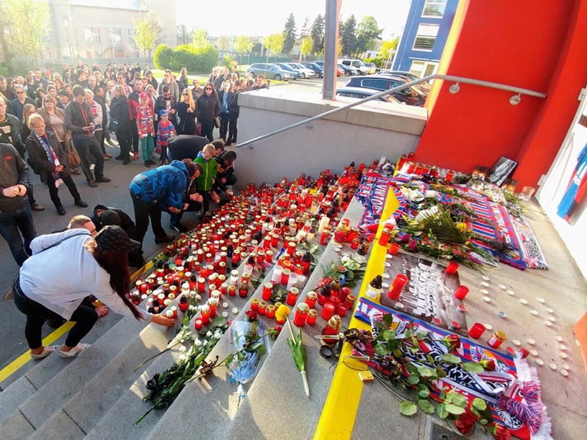 Plzeň v čiernej a slzách: Fanúšikovia vzdali hold tragicky zosnulému Rajtoralovi