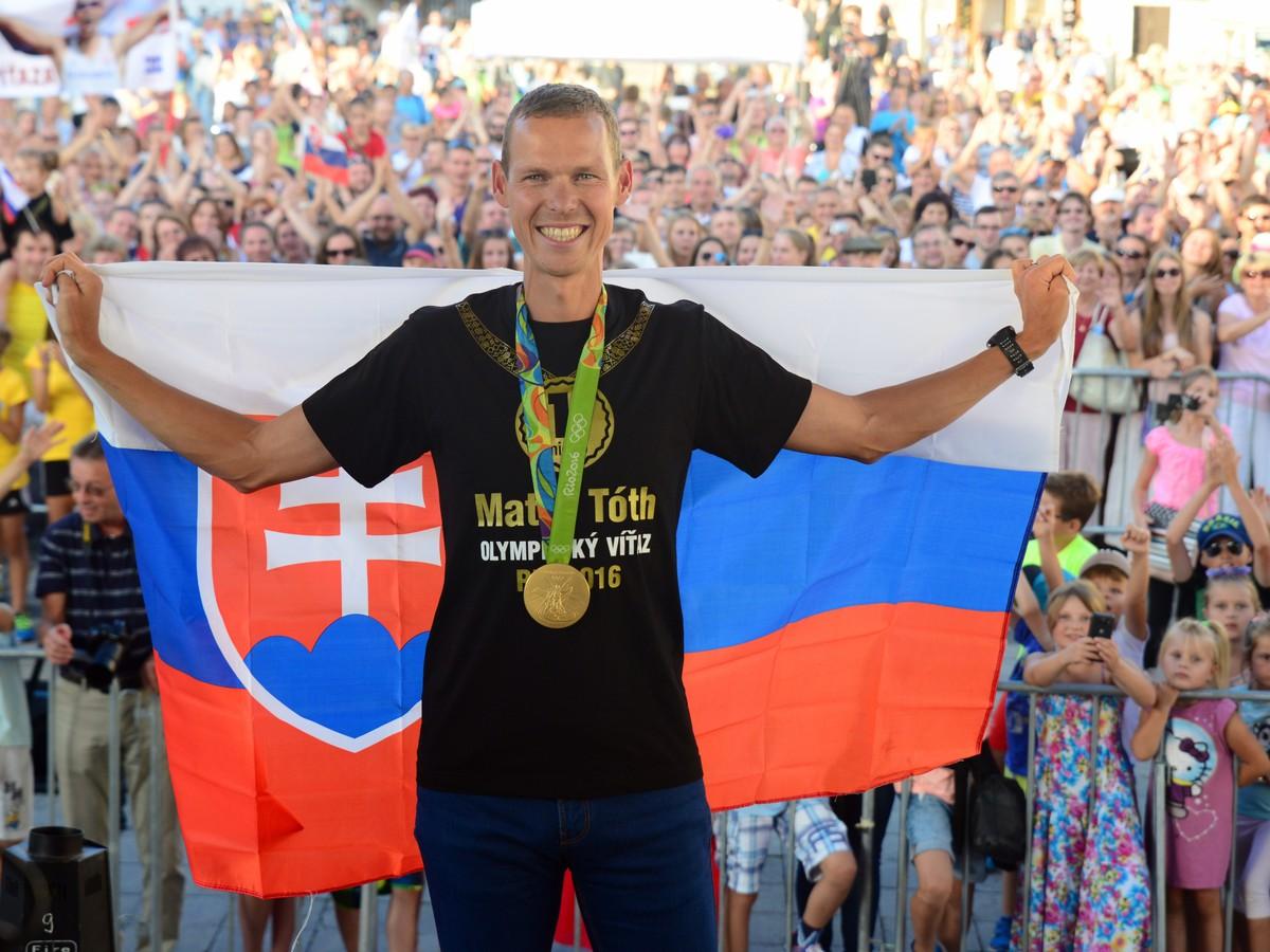 FOTO Zlatý hrdina Tóth v Banskej Bystrici s veľkou poctou aj prekvapením: Vitaj doma!