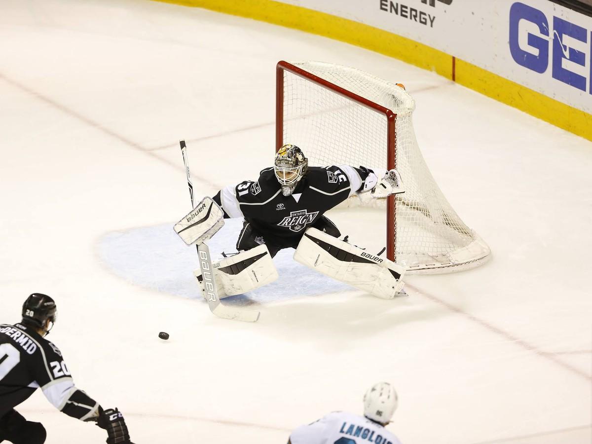 Skvelý Budaj znovu čaroval: Čistým kontom vo veľkom derby si pýta miesto v NHL