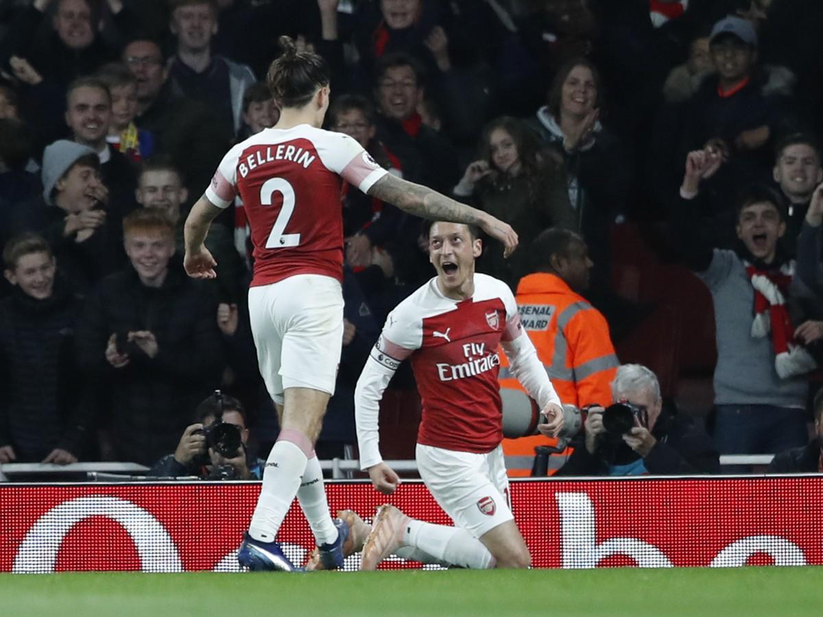 25b2a63e4485b VIDEO Famózna víťazná šnúra Arsenalu pokračuje: Kanonierov nezlomil ani  vlastný gól Bellerína | Športky.sk