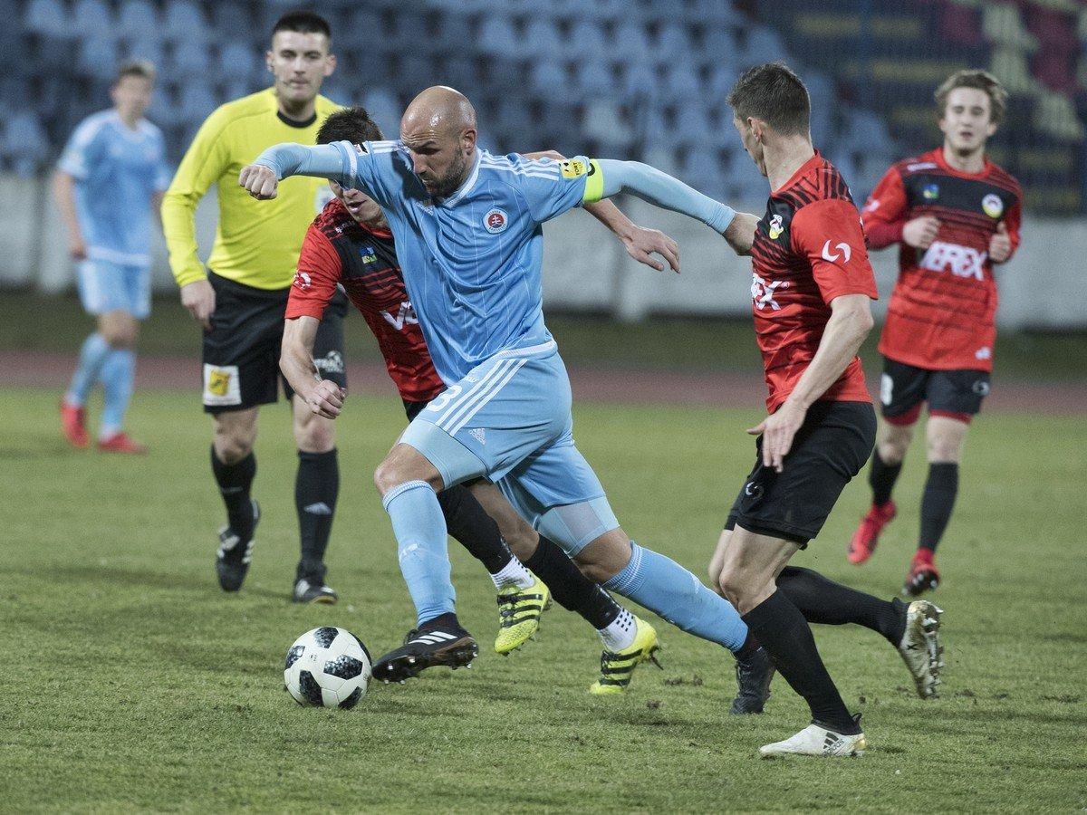 637655971 Žilina v Borčiciach nezaváhala, do semifinále postúpil po dráme aj Slovan    Športky.sk