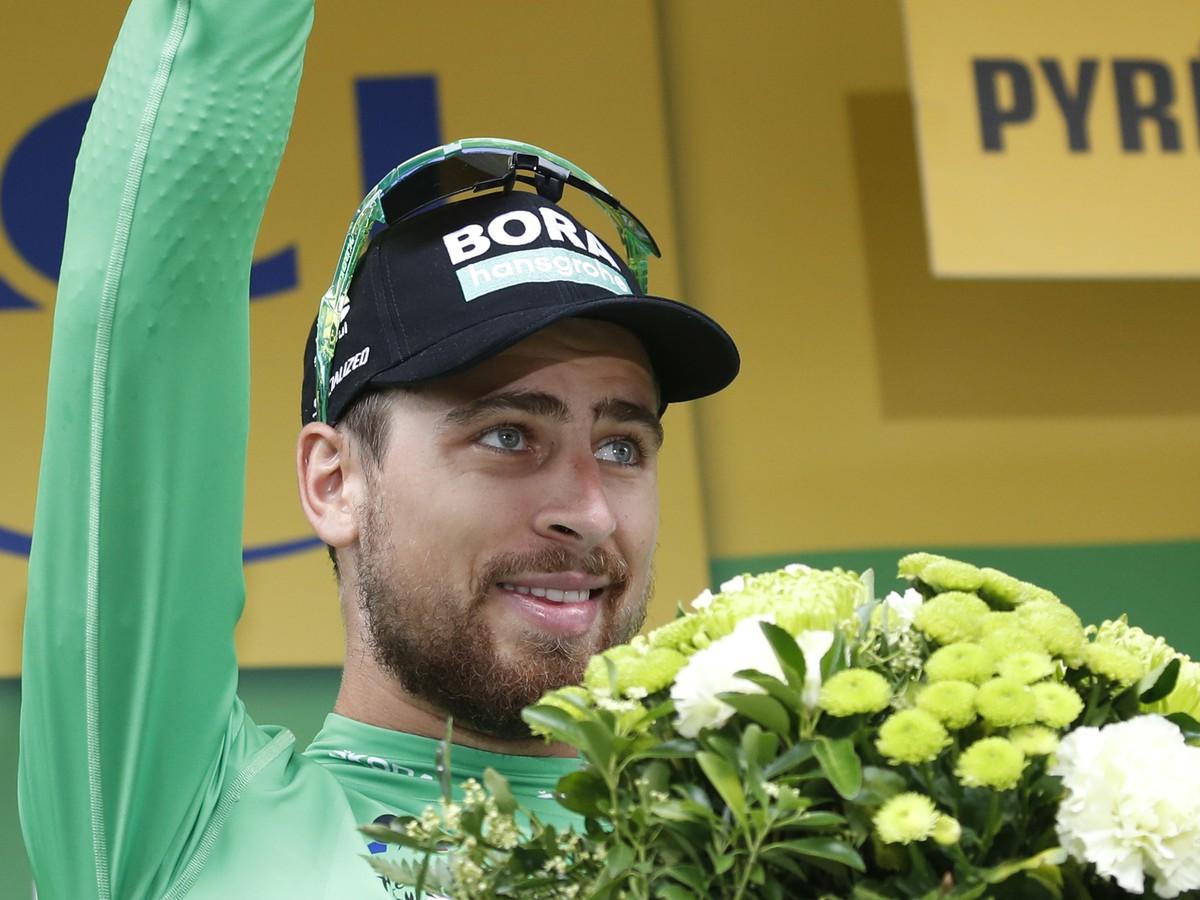 0dabbdc07b2f7 TIP: Na prehliadanie môžeš používať šípky na klávesnici šípka vľavo, šípka  vpravo. Slovenský cyklista Peter Sagan v zelenom drese lídra bodovacej  súťaže sa ...