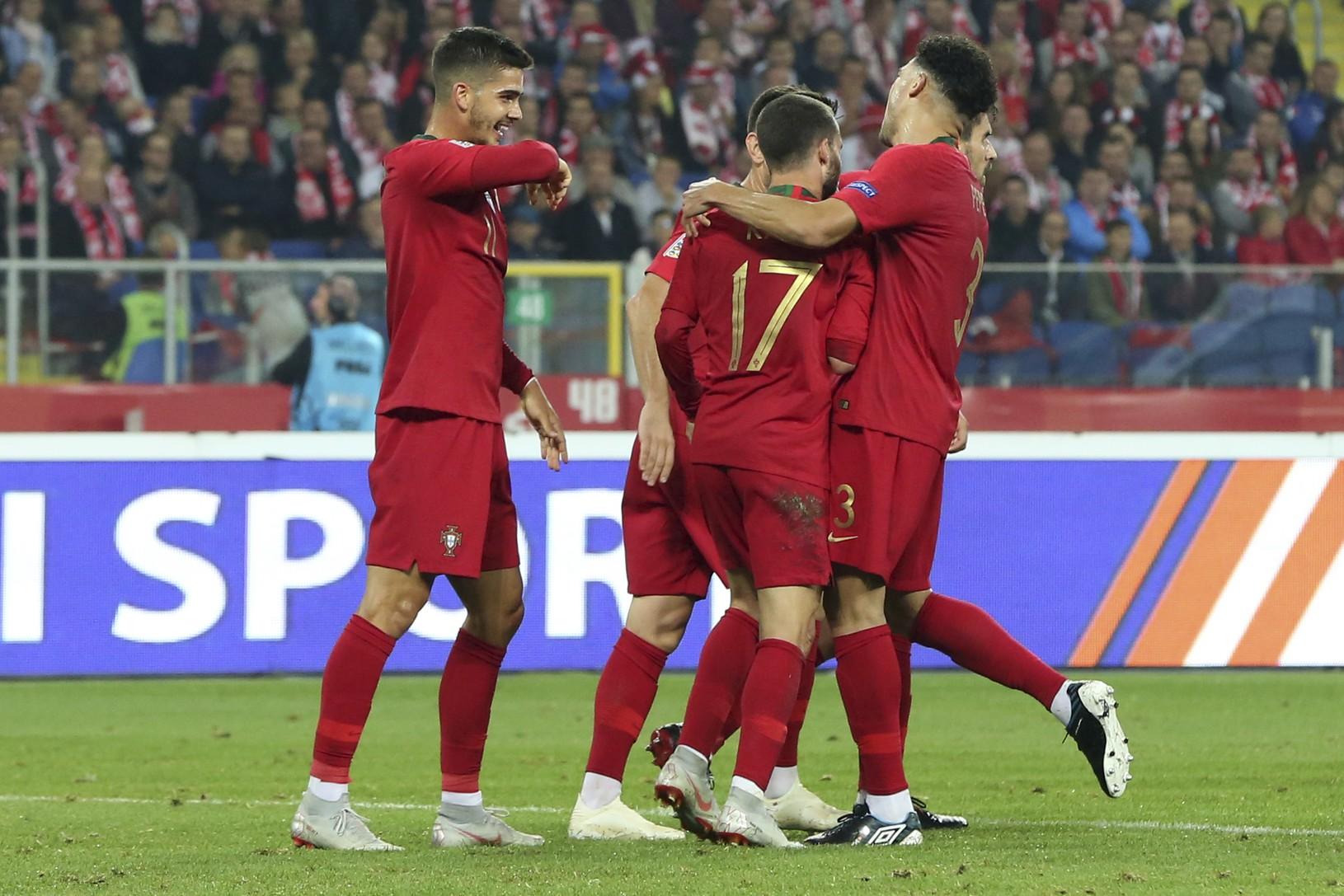 Hráči Portugalska sa tešia