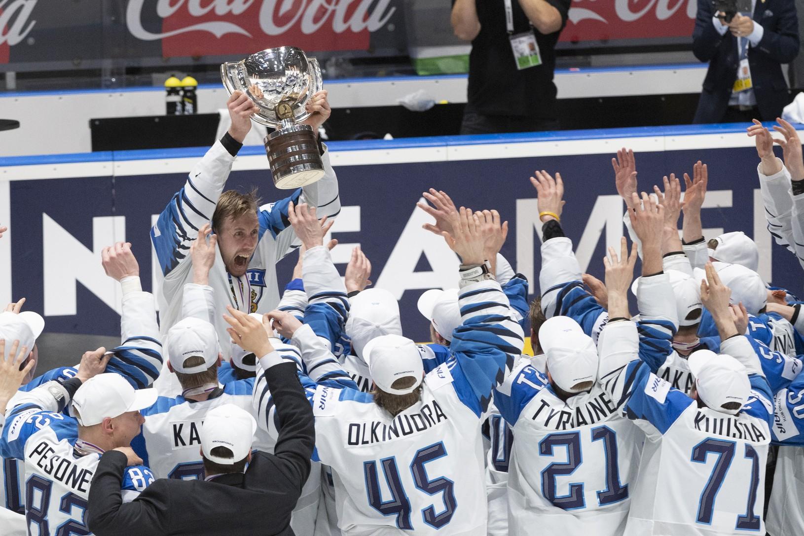 Na snímke víťazný tím