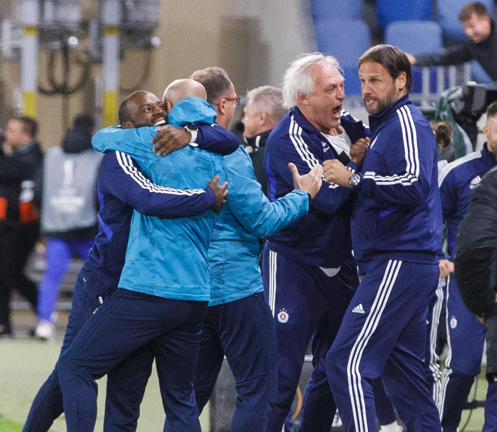 Radujúci sa tréner ŠK