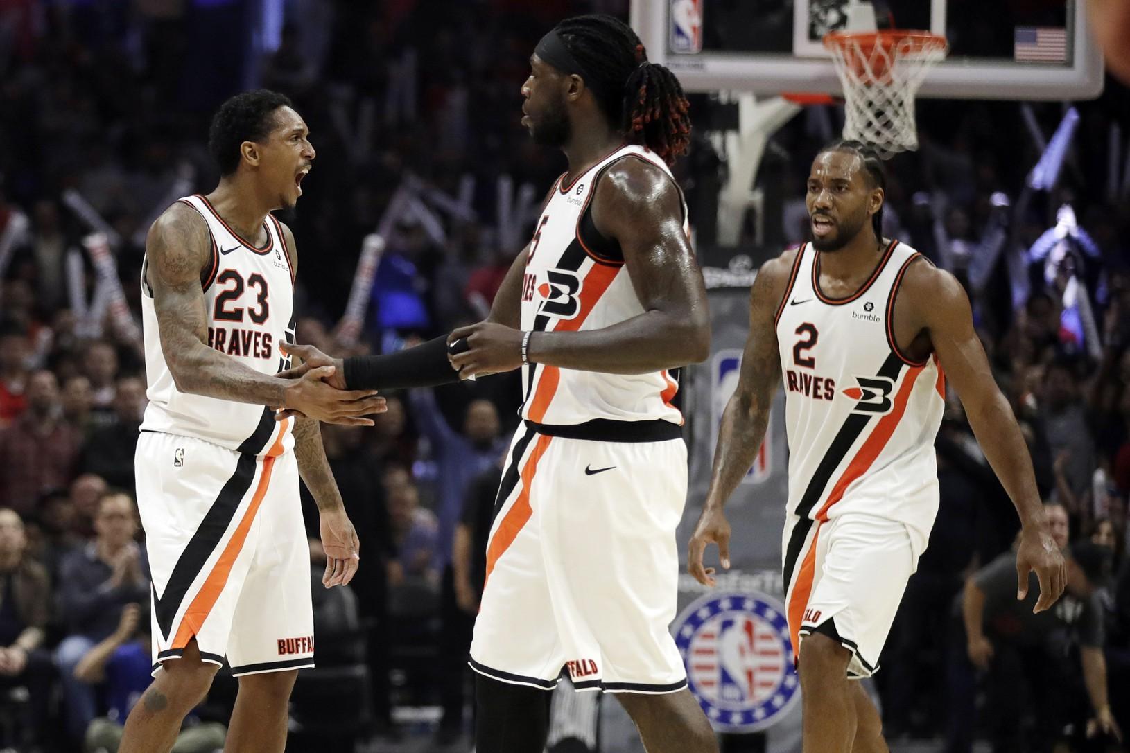 Radujúca sa trojica Clippers