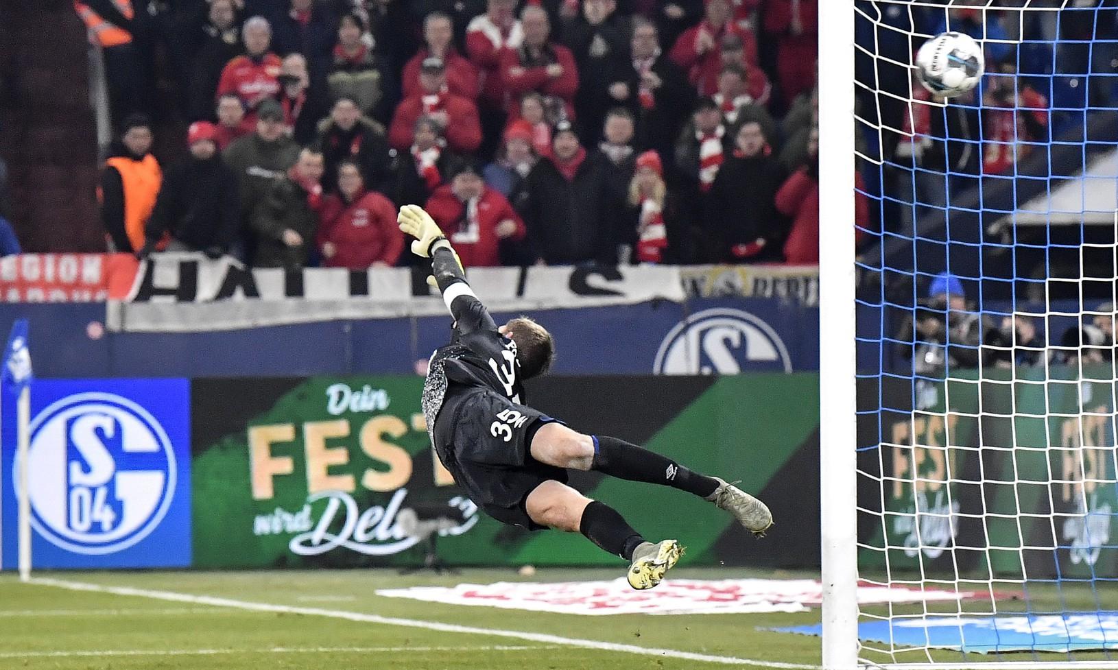 Alexander Nuebel inkasuje gól