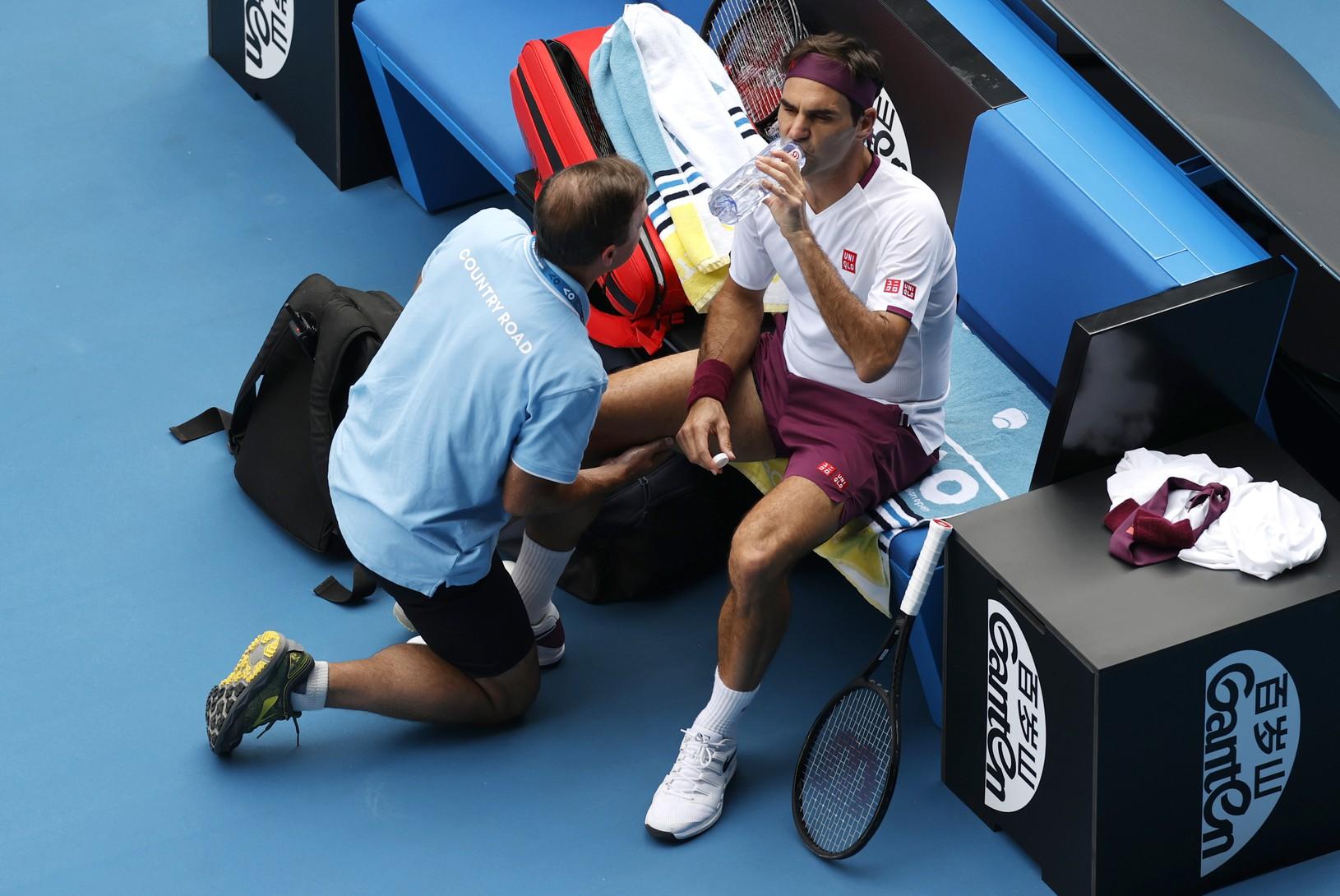 Roger Federer počas ošetrovania