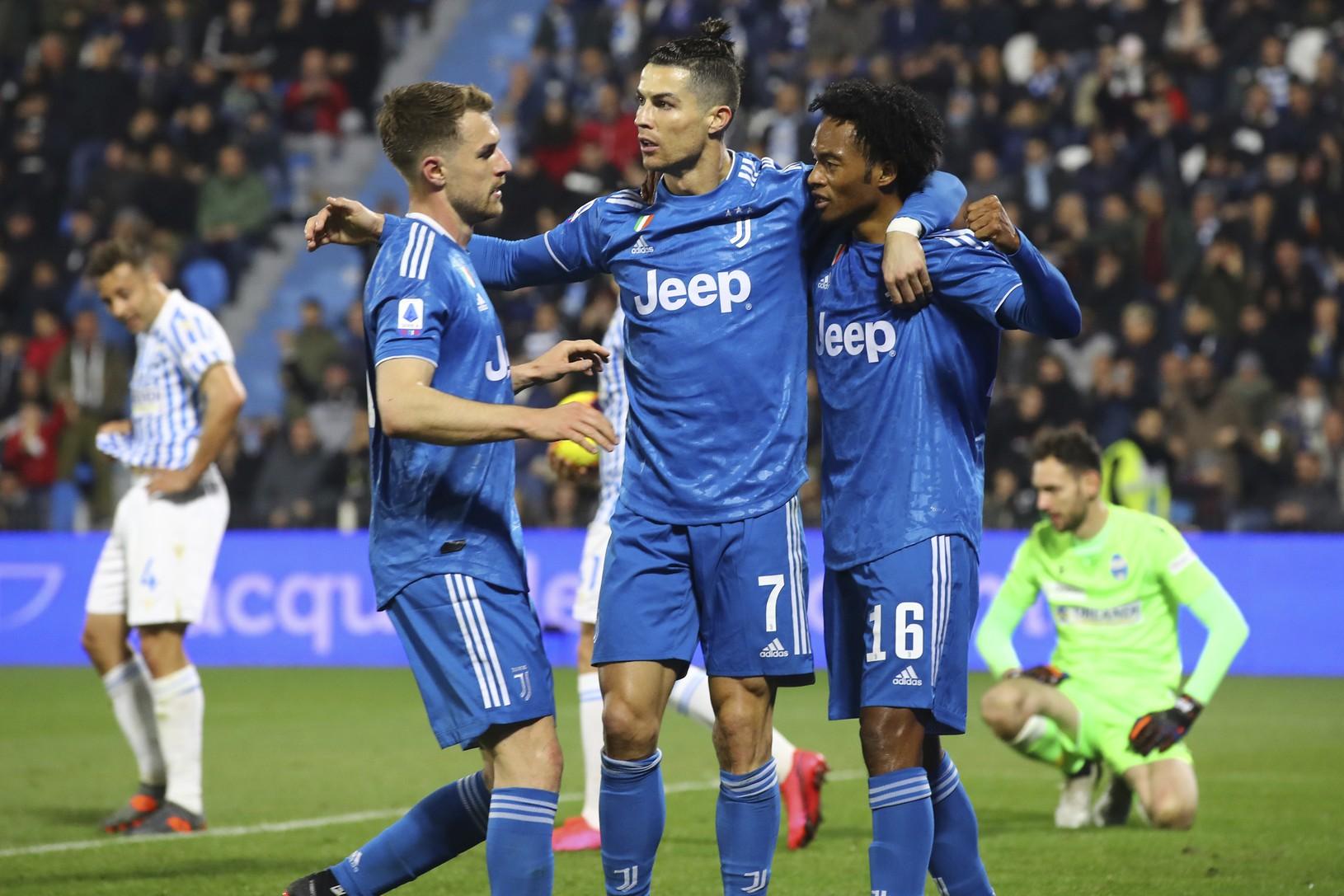Cristiano Ronaldo skóruje