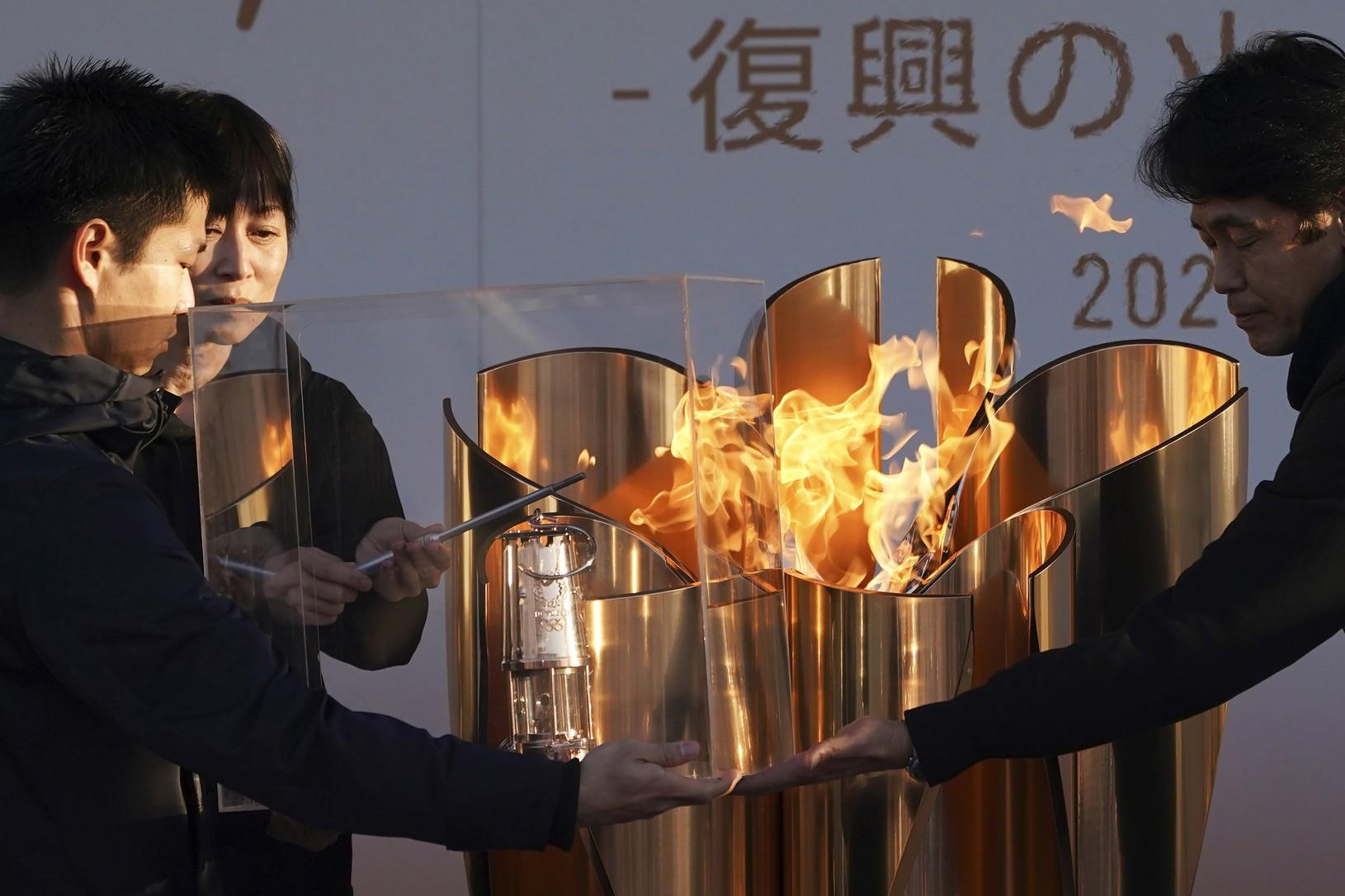 Zapálenie lampy olympijským ohňom