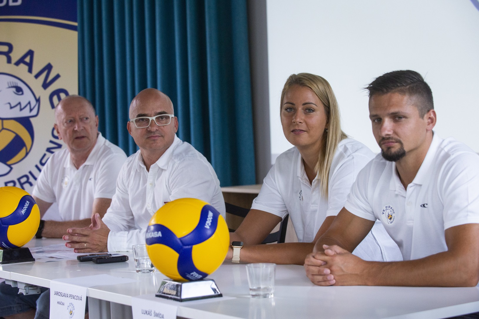 Na snímke zľava manažér