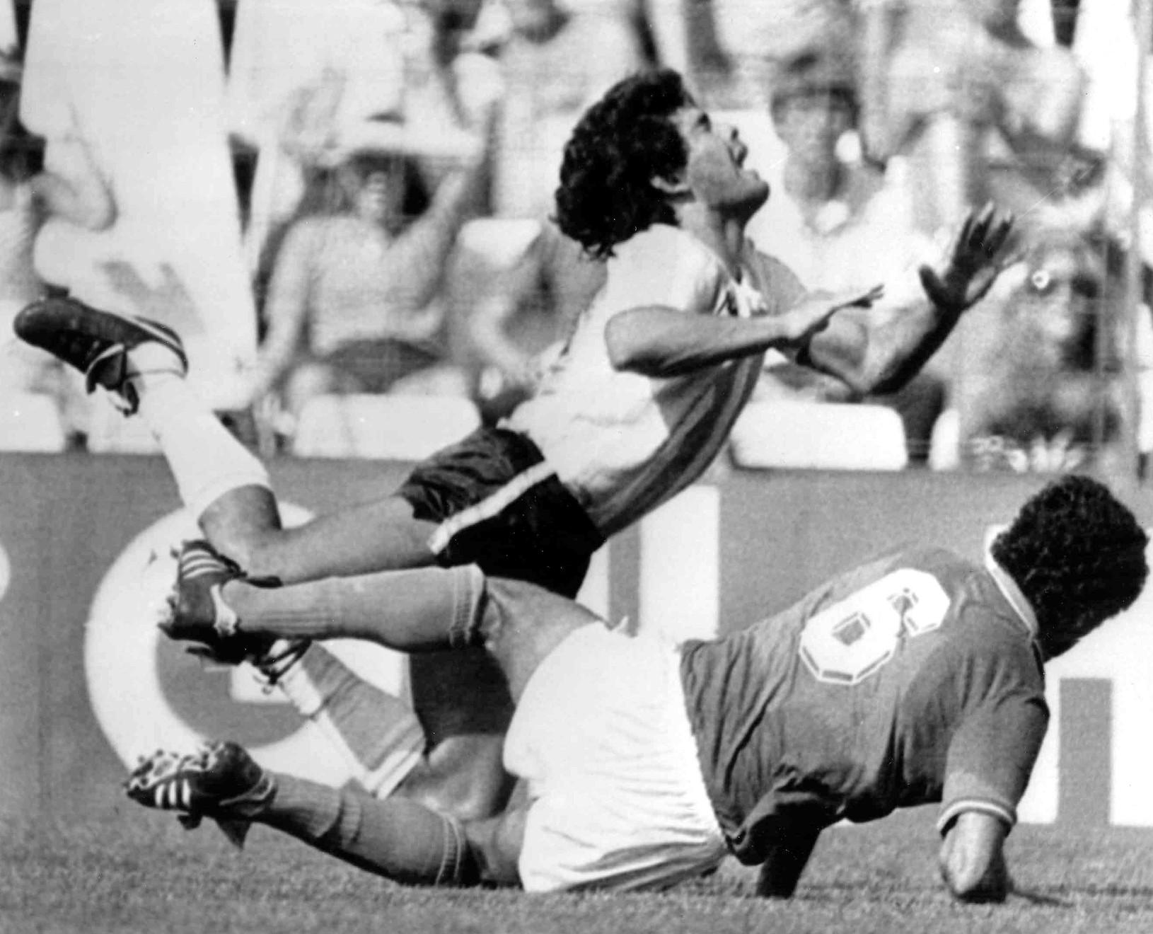 Diego Maradona zomrel vo