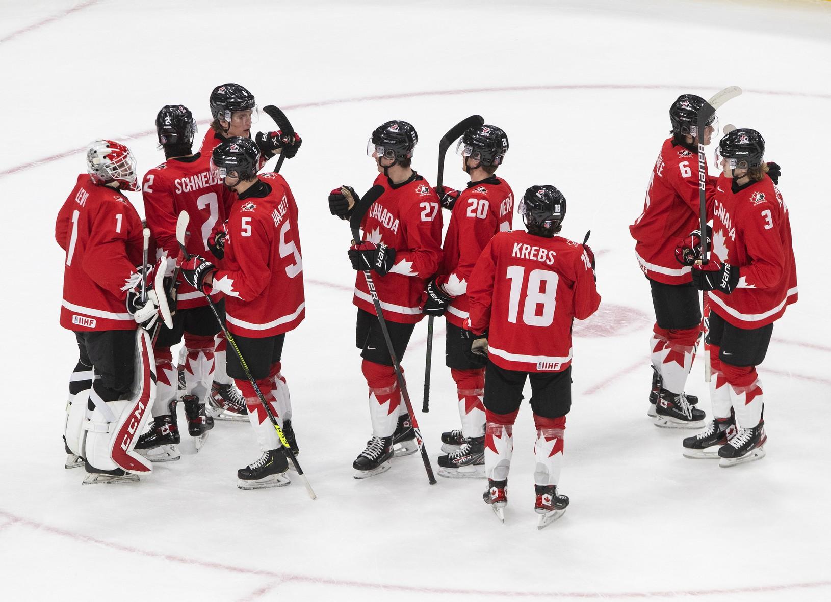 Hráči Kanady oslavujú víťazstvo