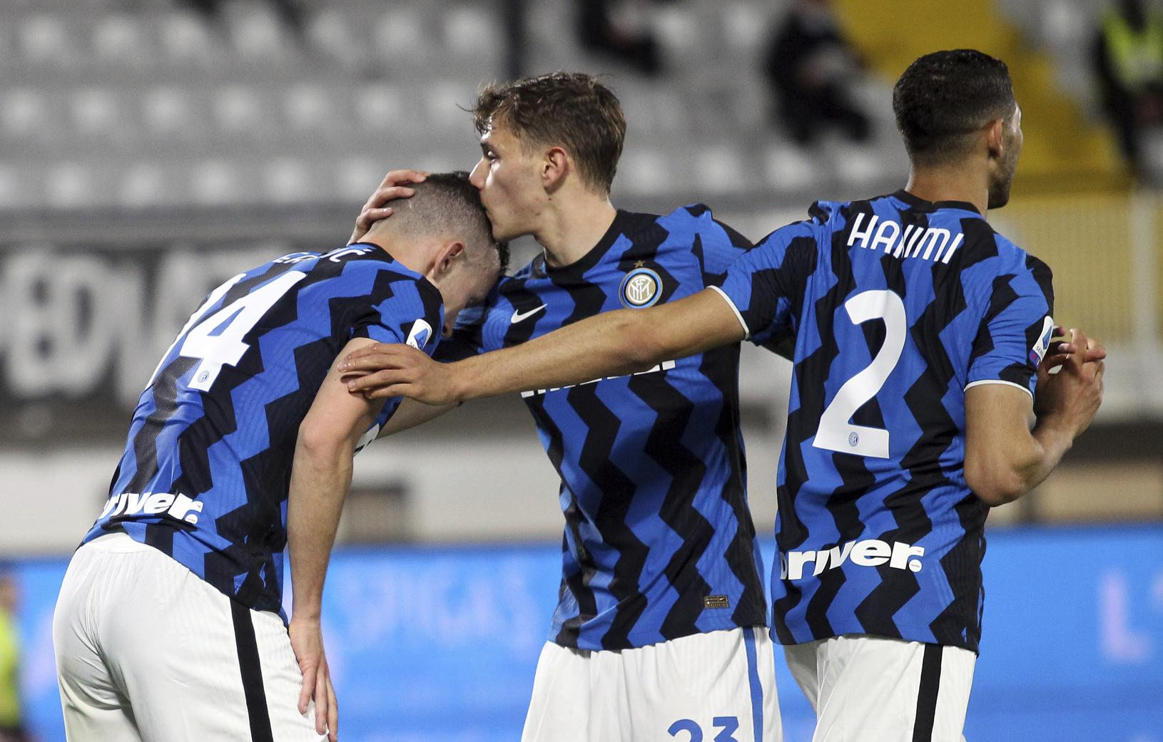 Hráči Interu oslavujúci gól