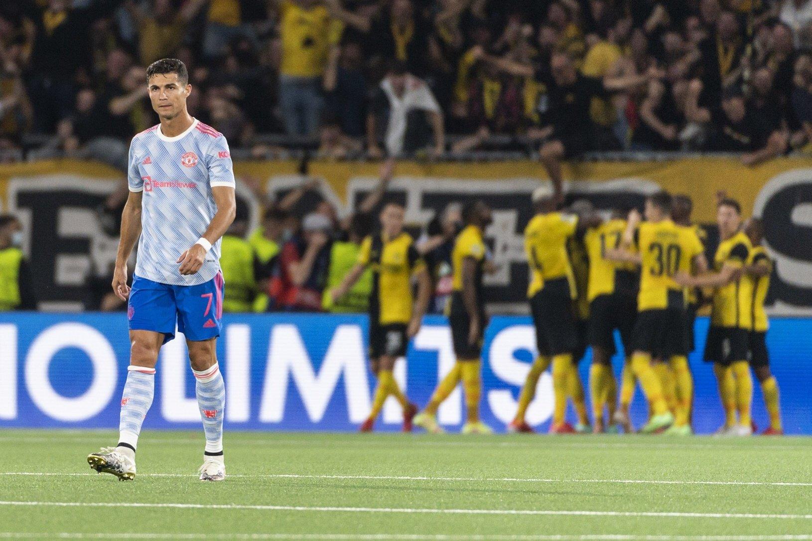 Cristiano Ronaldo (vľavo) reaguje