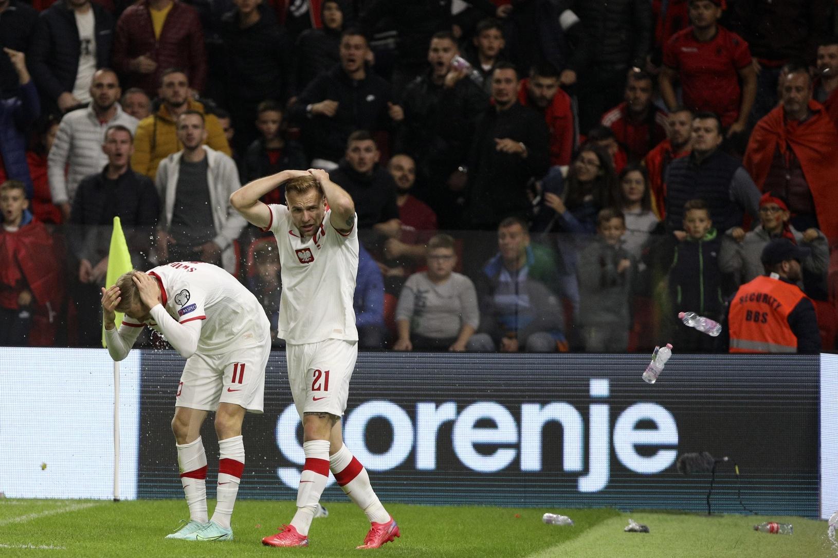 Fanúšikovia Albánska zahádzali hráčov