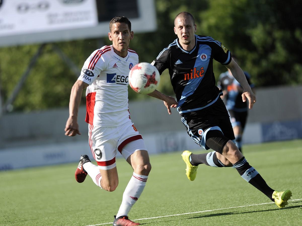 bc758cb56d0f9 Jakub Paur z AS Trenčín a Milan Rundić z ŠK Slovan Bratislava v súboji o  loptu