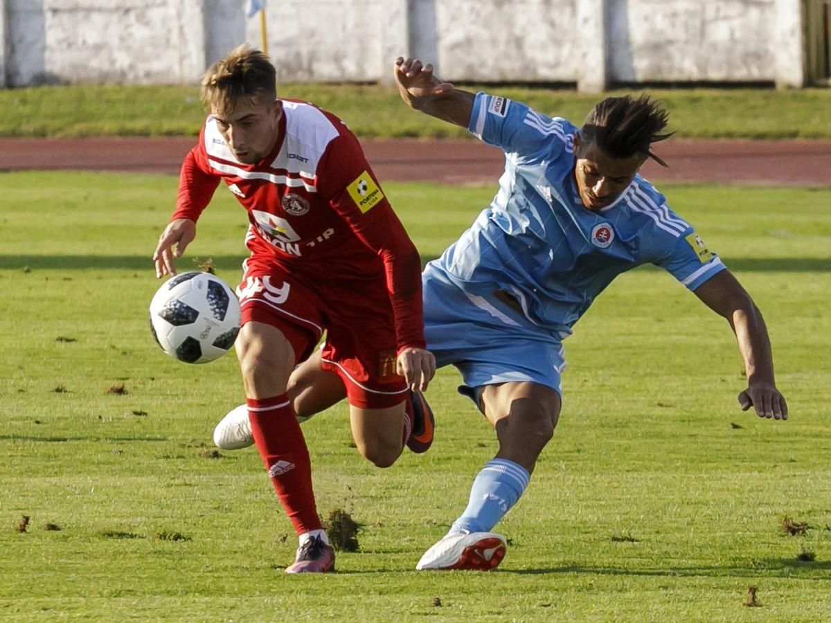 56fbd128c8 Na snímke sprava Moha (ŠK Slovan) a Milan Kvocera (AS Trenčín) v