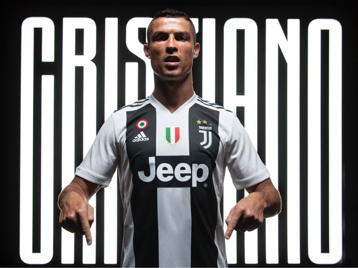 aadc8edce3ada VIDEO Chcete dres Ronalda vo farbách Juventusu? Takto ho vyrobíte z ...