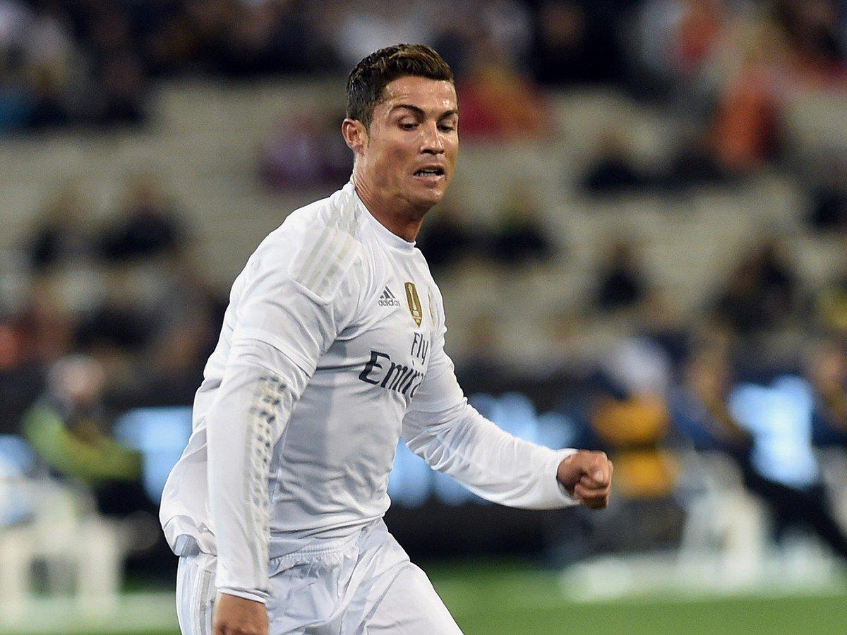 VIDEO Ronaldo sa na loptu nemusí ani pozerať: Takto zosmiešnil obranu milánskeho AC