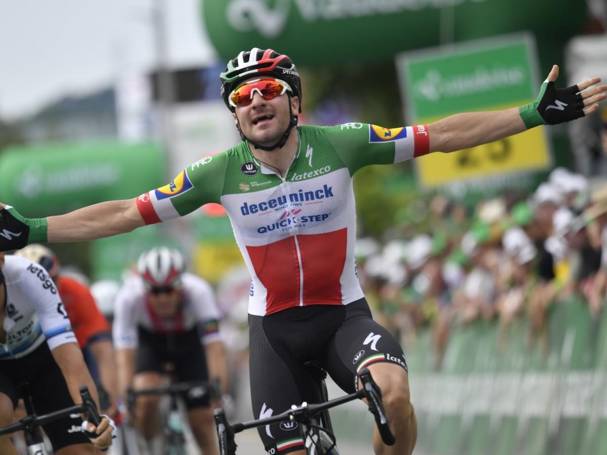 538c56cc07c13 Na snímke taliansky cyklista Elia Viviani z tímu Deceuninck-Quick-Step  víťazí vo štvrtej