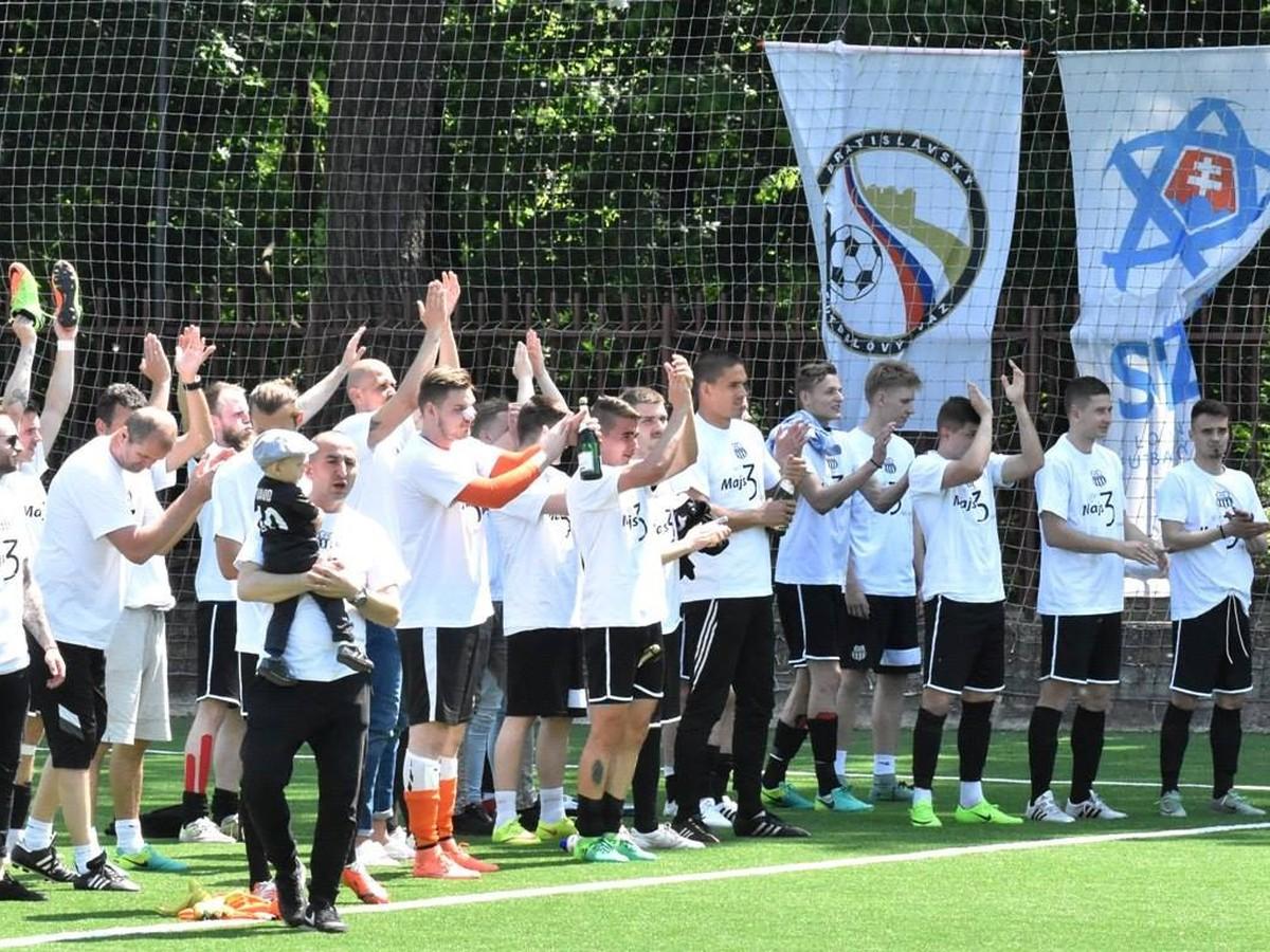 VIDEO Futbalová Petržalka dala opäť o sebe vedieť  Predčasný postup ... 5267540230