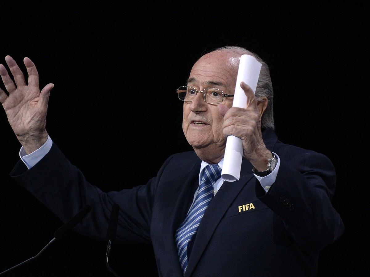 Diktátor Blatter ostáva na tróne FIFA: Jeho najväčší protikandidát sa vzdal!