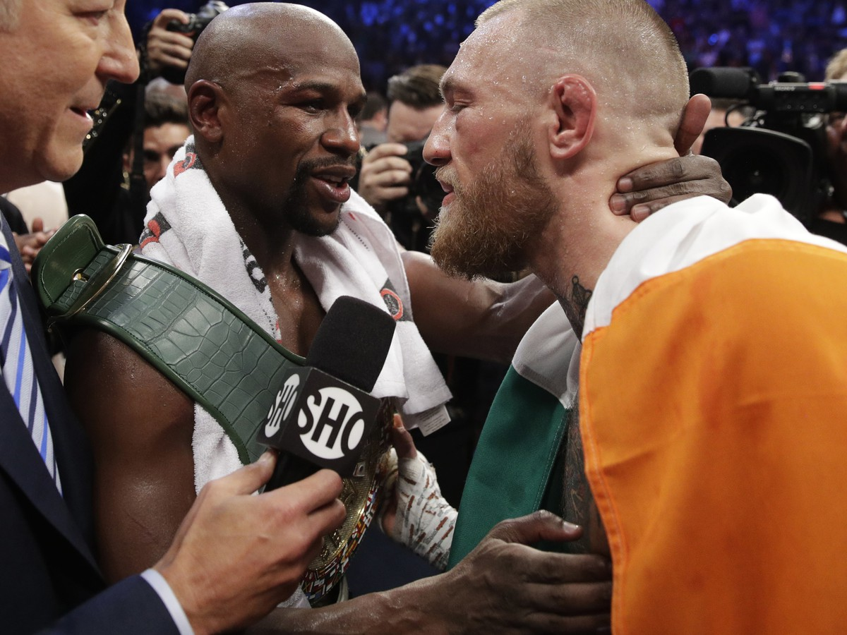 Floyd Mayweather a Conor McGregor po zápase