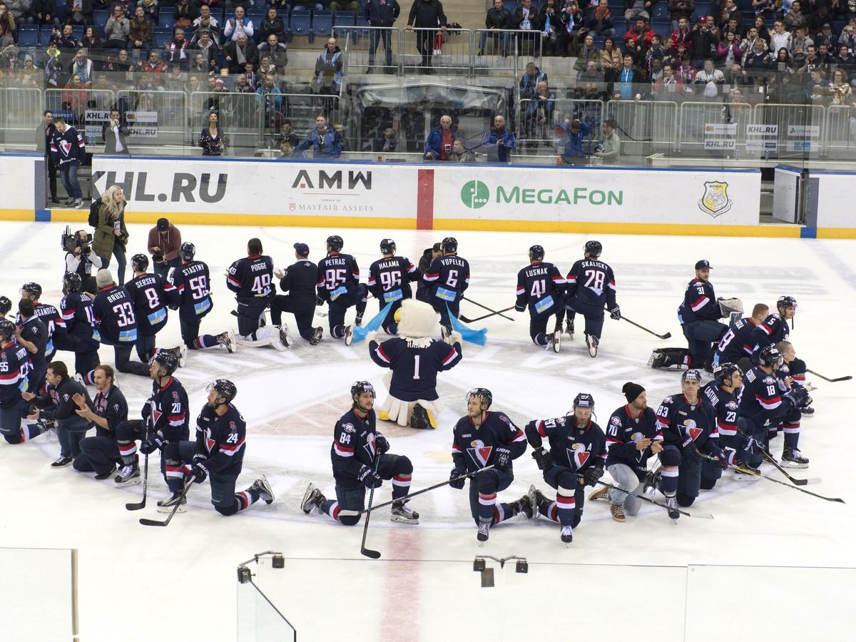 Hráči Slovana sa lúčia s divákmi po poslednom stretnutí základnej časti KHL 96ce8e4a6ff