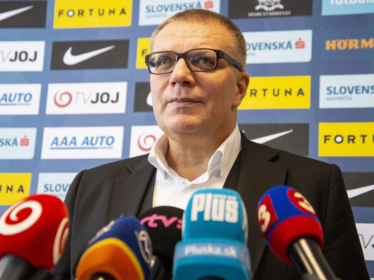 44af08245 Prezident Slovenského futbalového zväzu (SFZ) Ján Kováčik počas tlačového  brífingu, na ktorom oznámil