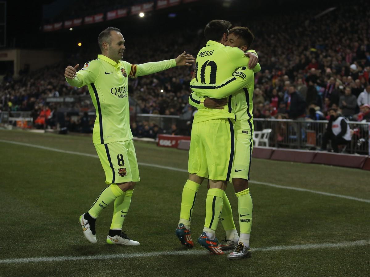 VIDEO Päťgólová polčasová prestrelka v Madride: Dve červené karty Atlética a postup Barcelony
