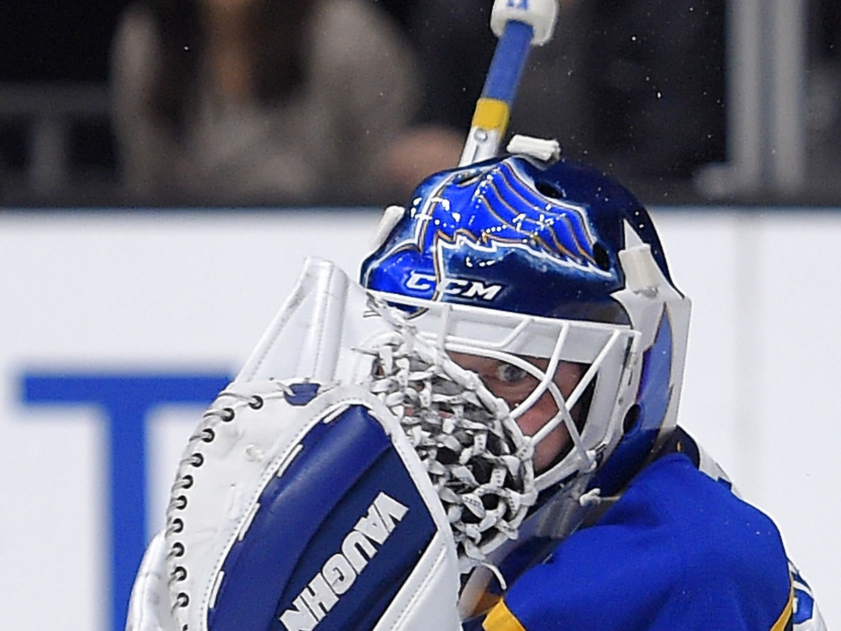 VIDEO Kuriózna situácia v NHL: Legendárny brankár hľadal puk takmer dve minúty