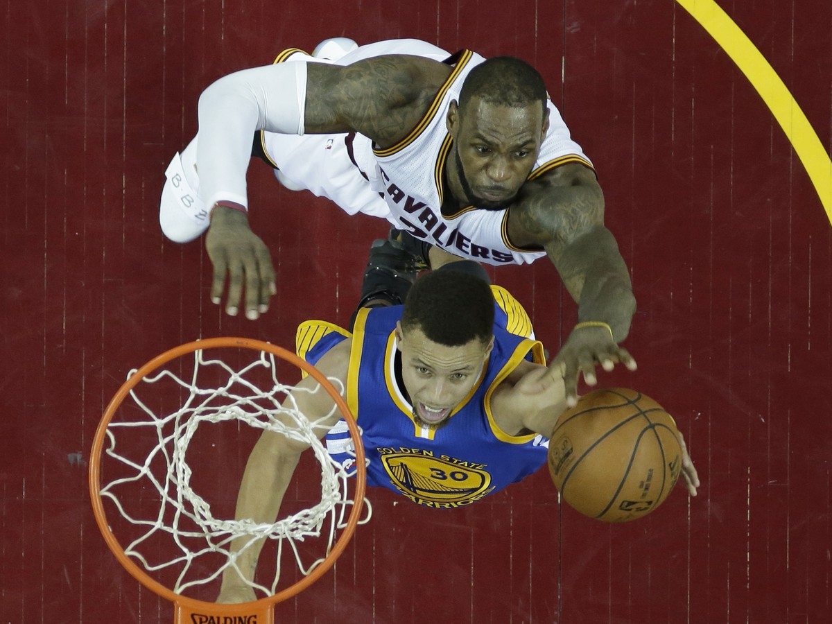 LeBron James a Stephen Curry