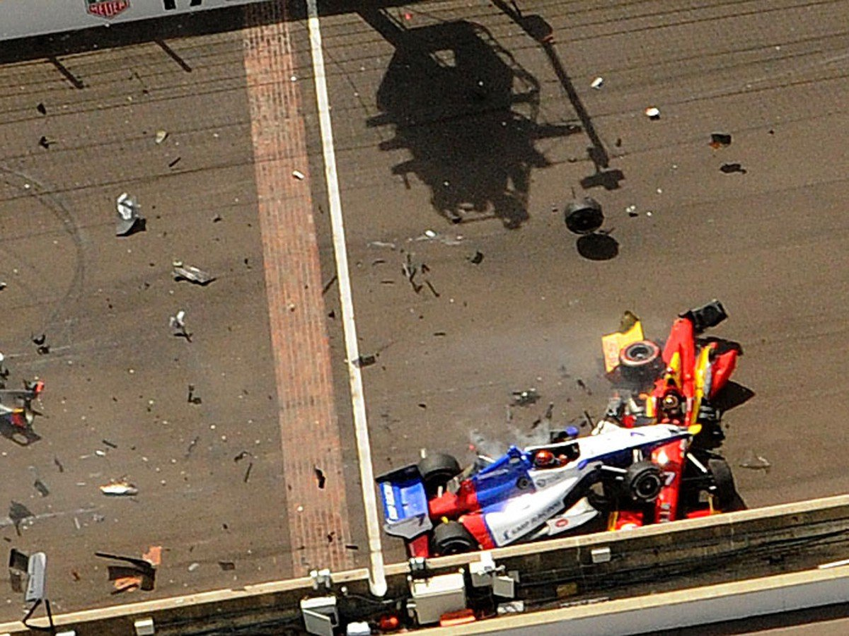 VIDEO Hororová nehoda formule: Po saltách pilot vo vážnom stave, trosky pokryli celý okruh