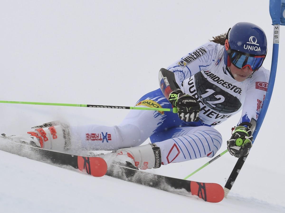 6a3803ee6 Petra Vlhová na trati obrovského slalomu žien Svetového pohára vo  francúzskom stredisku Courchevel