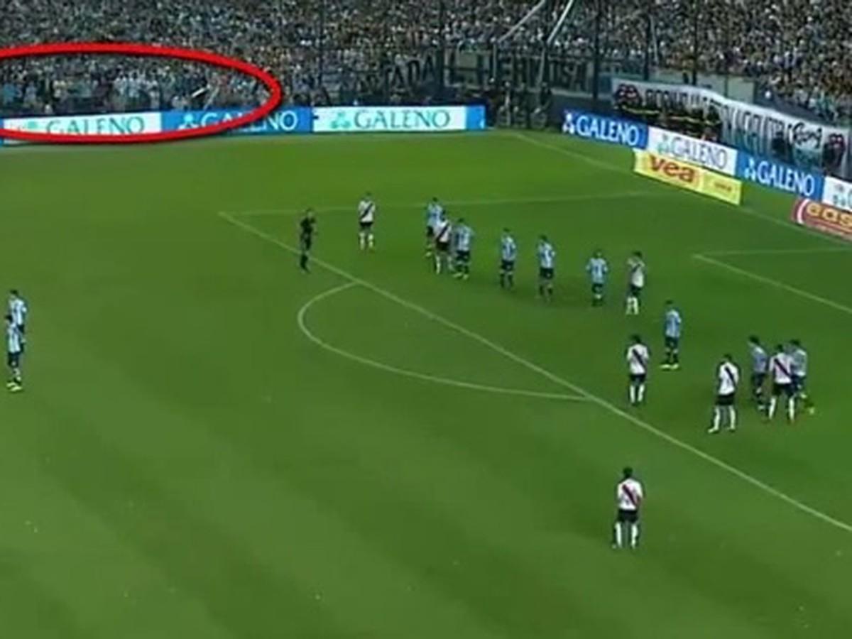 VIDEO Paranormálne javy počas futbalového zápasu: Na ihrisku pobehoval duch!