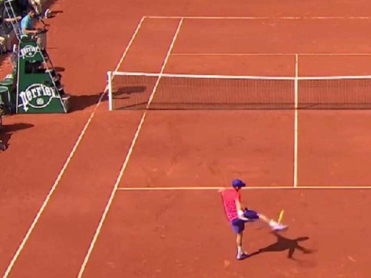 VIDEO Futbal na parížskom Roland Garros: Tenisti famóznym predstavením pobavili publikum!