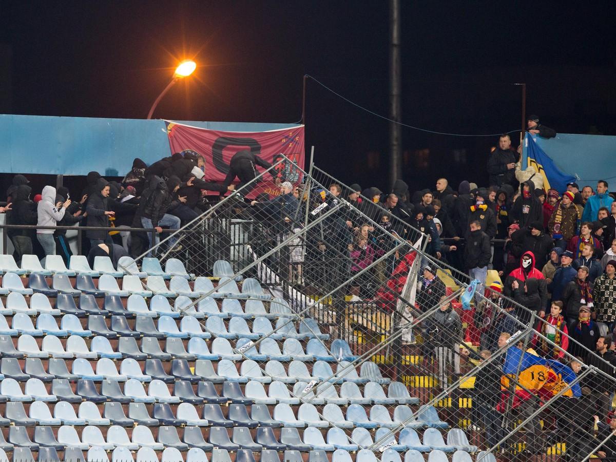 Medzinárodná hanba a strach o život: Za vyčíňaním chuligánov na Slovane môže byť pomsta