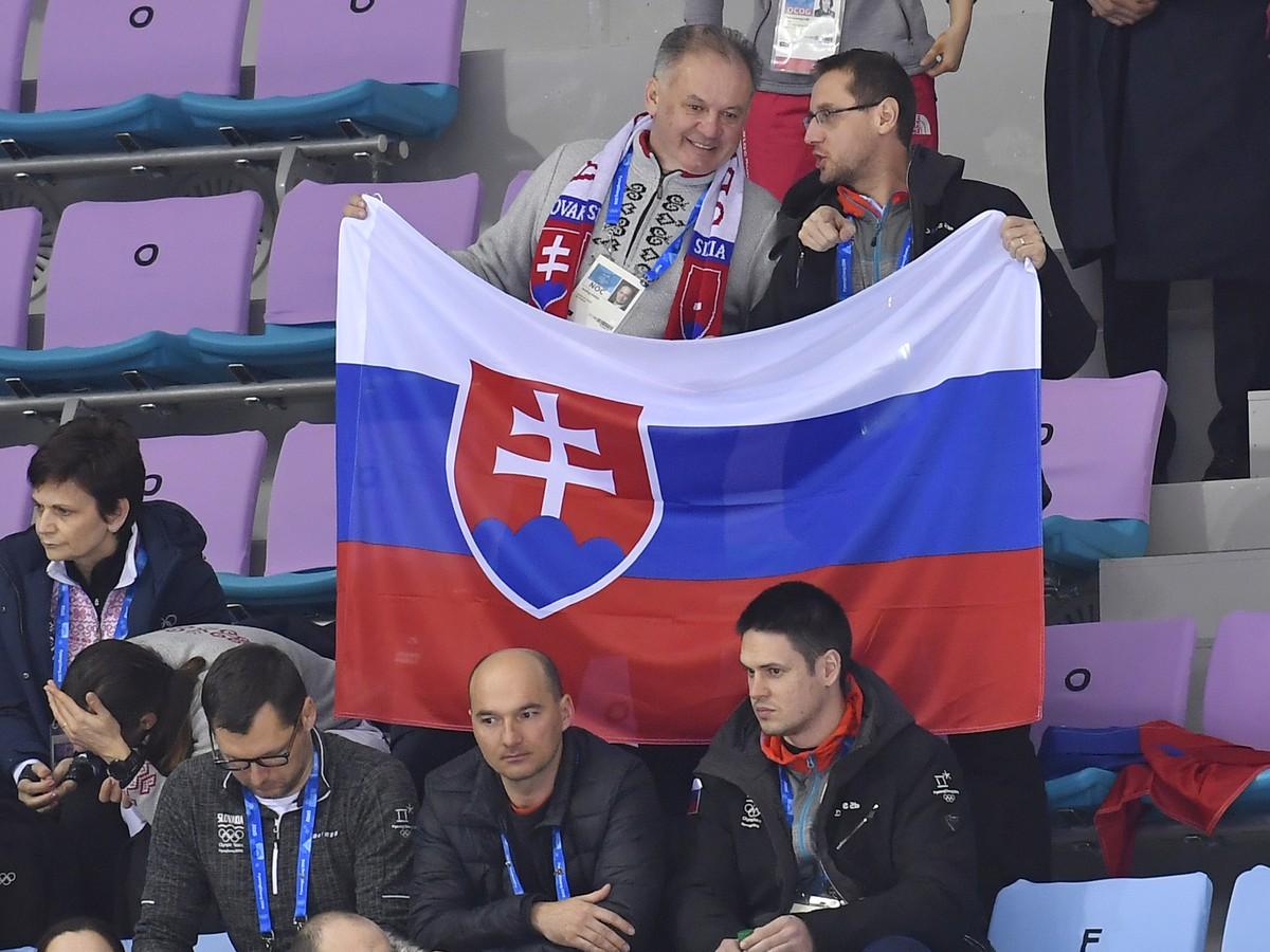 4390135b0 Rrezident Andrej Kiska a jeho hovorca Roman Krpelan fandia slovenským  hokejistom