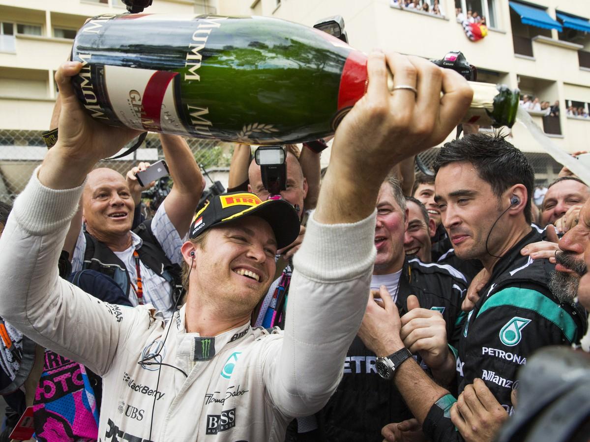 Rosberg v Monaku zavŕšil víťazný hetrik: Šampión Hamilton sa musel uspokojiť s bronzom