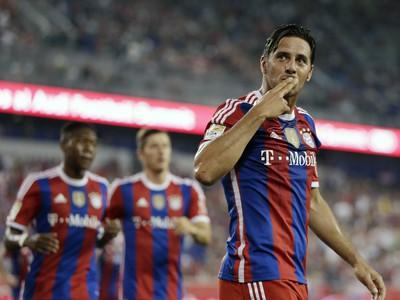 Claudio Pizarro oslavuje víťazný
