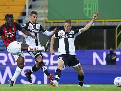 Franck Kessie strieľa gól do siete Parmy