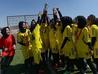 Afganské futbalistky oslavujú triumf
