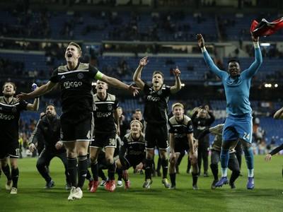 Radosť hráčov Ajaxu po