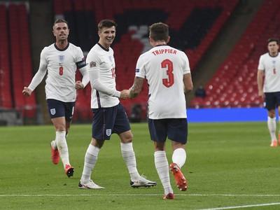 Futbalisti Anglicka oslavujú gól