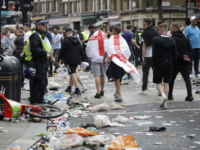 Výtržnosti anglických fanúšikov pred